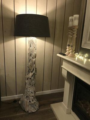 Boomstam vloerlamp in naturel of grijs